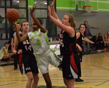 Women's Thunder cruise past St. Lawrence