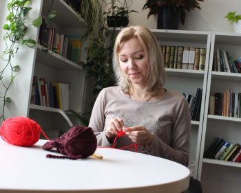 Wool unwinds the stress at Knit' n' Knatter