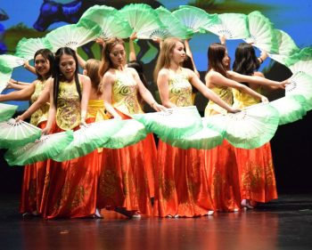 Spring Gala hails Vietnamese traditions