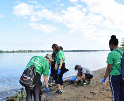 Algonquin crew participates in Ottawa River clean-up