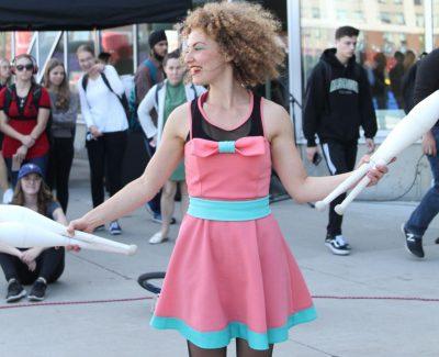 Juggling, castles and arts light up Algonquin's Buskerfest