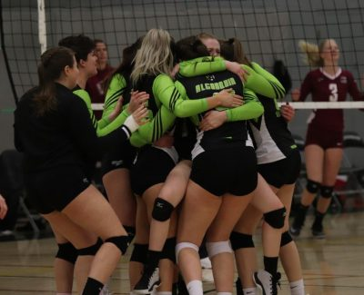 Women's Thunder volleyball team wraps up the season with a win